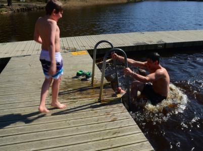 Och fyra sekunder senare upp ur vattnet!