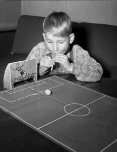 Blåsrörsfotboll 1952 – ett hejarns lattjo spel.