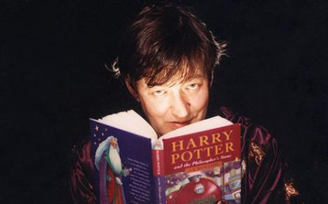 Innehållet på minnespinnen: Stephen Fry läser Harry Potter.